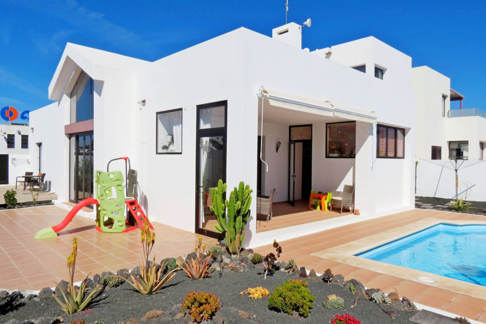 3 bedroom villa with 1 bed annex for sale in Playa Blanca