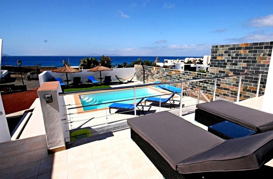 Luxury 4 bedroom villa with fantastic sea views in Playa Blanca