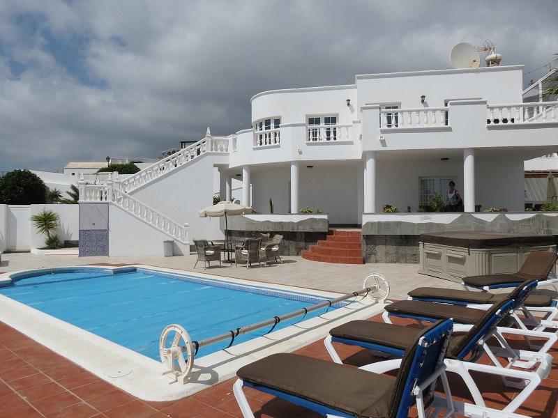 Detached villa in a mountainside, sea views in Candelaria, Tias.