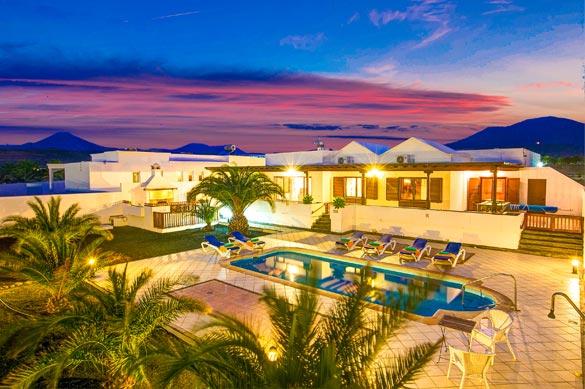 Spacious 3 bedroom, 2 bathroom luxury villa for sale in Puerto Calero with private pool