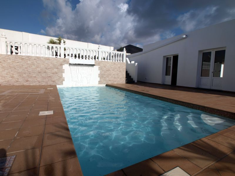 Fantastic 4 bedroom 3 bathroom family house for sale in Tias