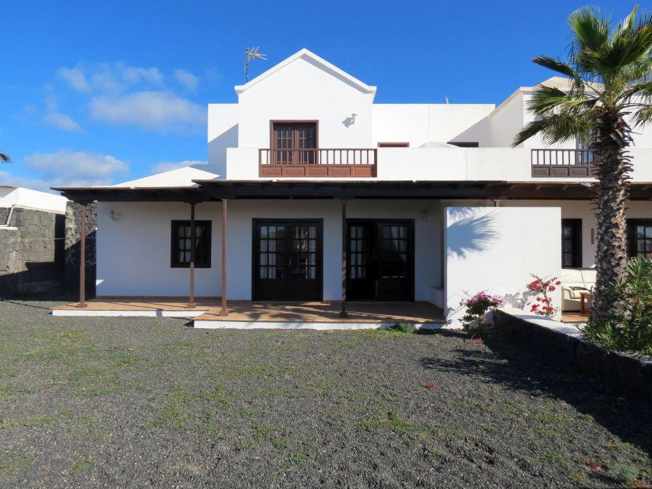 3 Bedroom villa with fantastic sea views in Playa Blanca for sale.