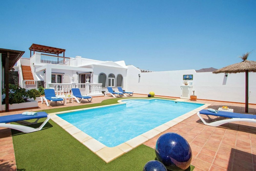 Modern 4 bedroom 2 bathroom semi detached villa with private pool and sea views for sale in Playa Blanca