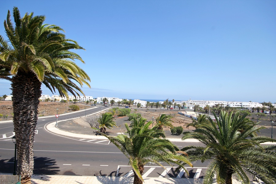 3 Bedroom 2 bathroom family home with beautiful views in Costa Teguise