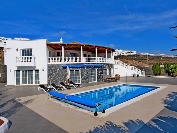 Luxurious 6 bedroom villa in Tías with beautiful sea views