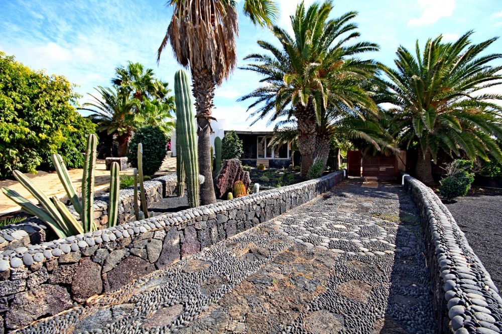 4 bedroom rural villa with pool set in the Macher Bajo area for sale with amazing sea views