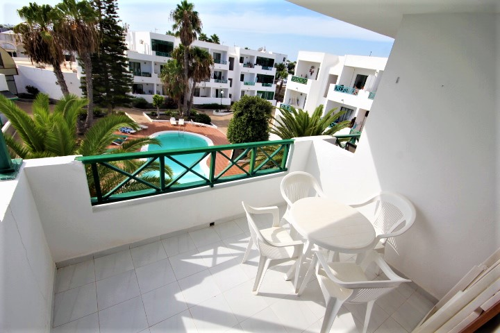 Upper floor 1 bedroom apartment in a central location of Costa Teguise