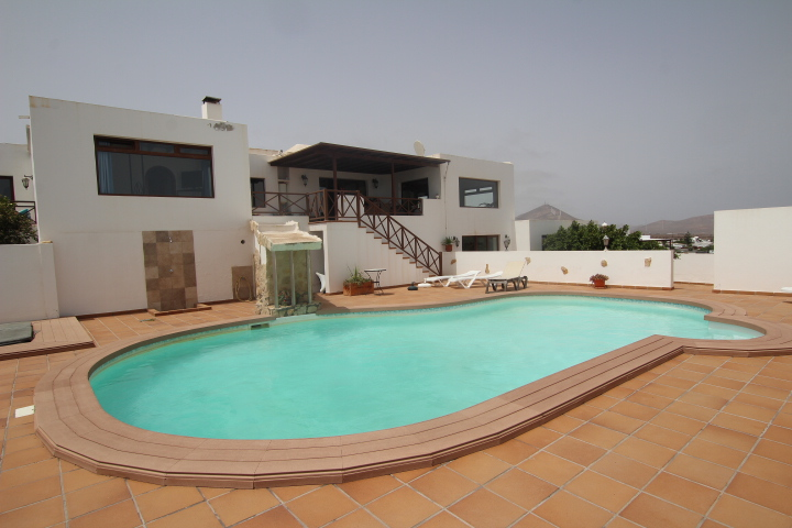 Beautiful 5 bedroom villa with sea views for sale in Guime village.