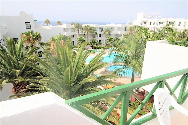 Top floor 1 bedroom apartment with sunny terrace for sale in Puerto del Carmen