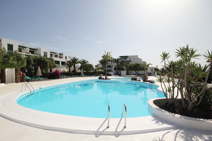 Top floor 1 bedroom apartment on a frontline complex for sale in Costa Teguise