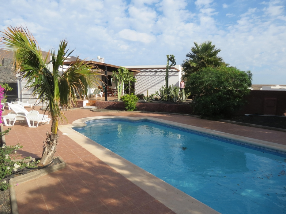 Luxury 3 bedroom villa with pool in Playa Blanca