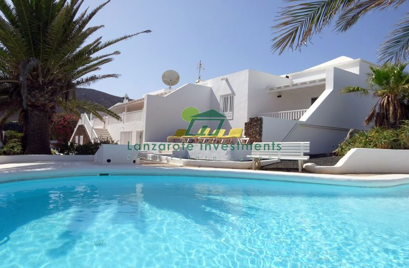 Large 5 Bedroom Detached Villa in Playa Blanca