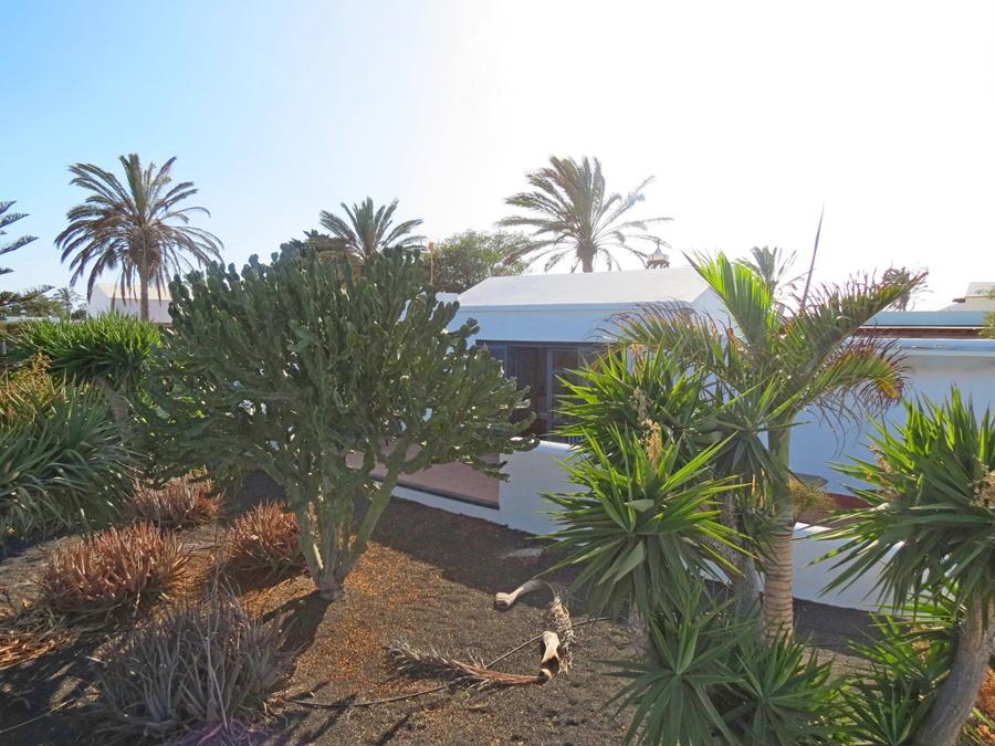 2 Bedroom 2 Bathroom villa in sought after location in Playa Blanca