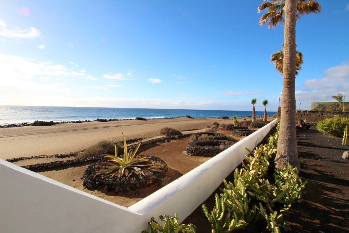 2 Bedroom apartment only 50 metres from the beach in Puerto del Carmen!