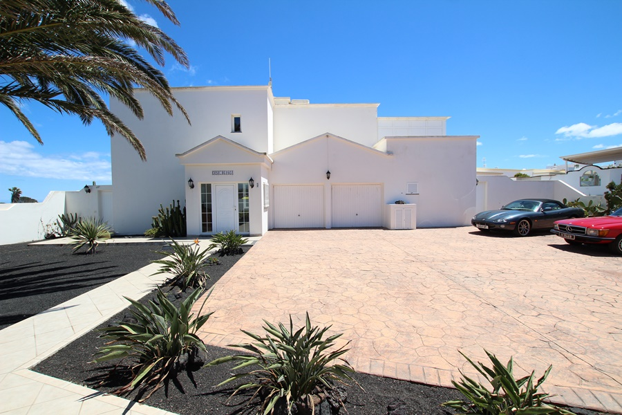 Magnificent five bedroom house with sea views in Guime village