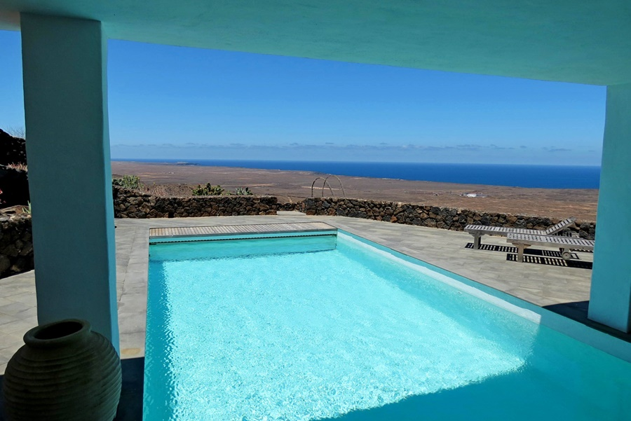 Unique 5 bedroom home set in Las Breñas with panoramic sea and mountain views