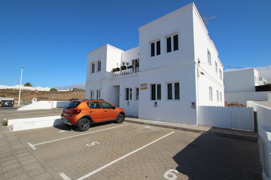 3 Bedroom ground floor apartment centrally located in the town of Tias