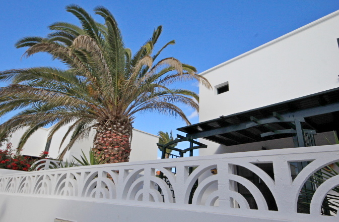 3 Bedroom house with garden centrally located in Costa Teguise