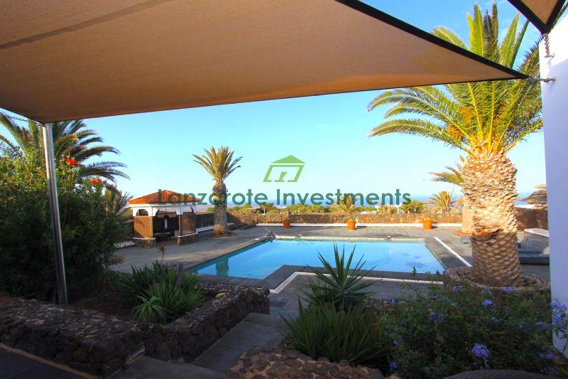 Wonderful 4 bedroom villa with private pool and jacuzzi in Las Breñas