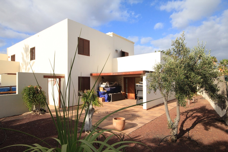 Semi detached 3 bedroom 2 bathroom house for sale in Costa Teguise