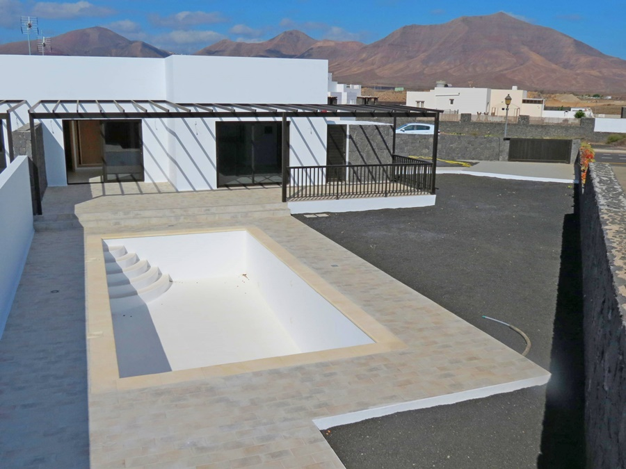 2 x Newly built 3 bed villas for sale in Playa Blanca!