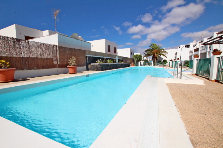 Ground floor 2 bedroom apartment conveniently situated in Puerto Del Carmen
