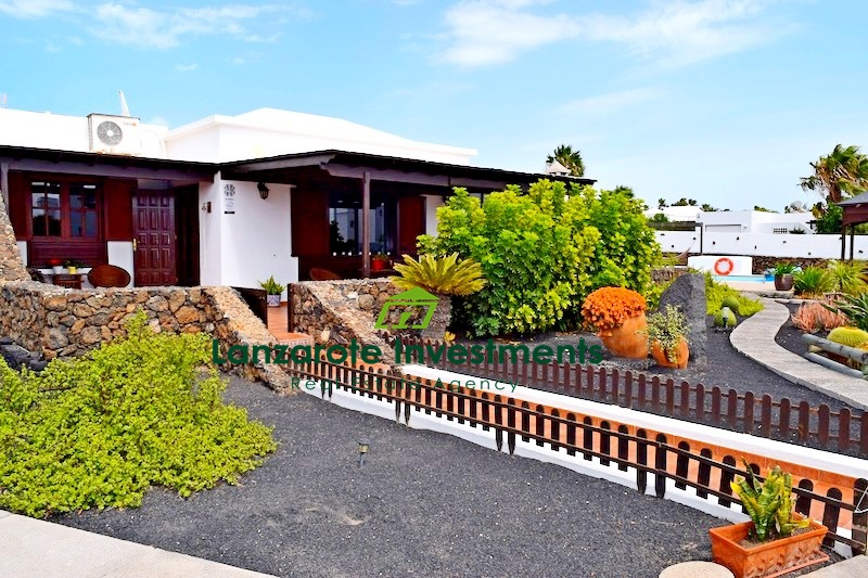 Stunning villa with sea views and private pool for sale in Playa Blanca