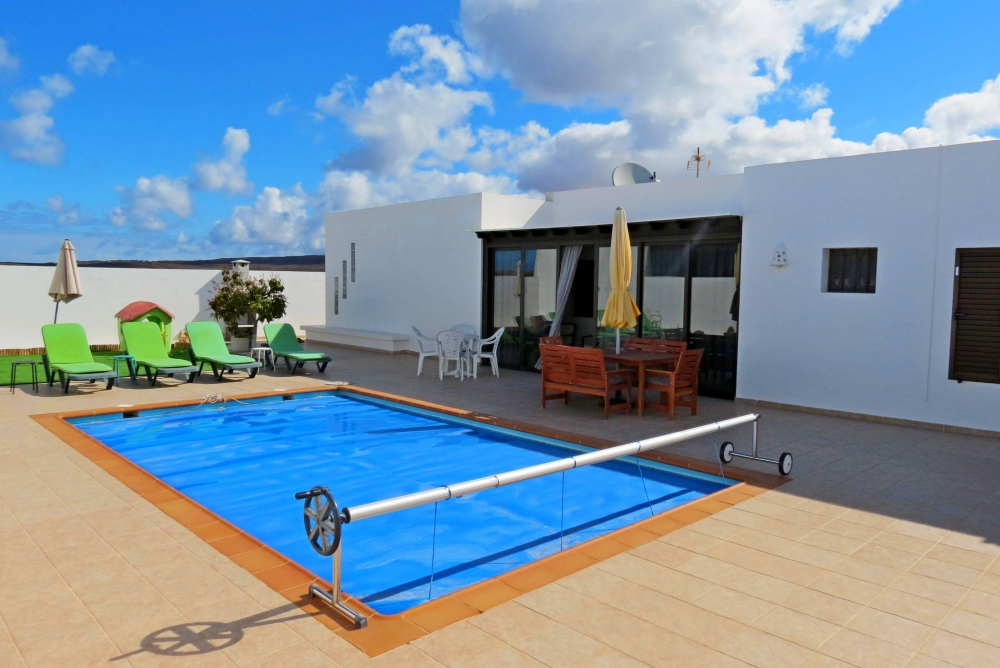 Spectacular 3 bedroom semi-detached villa for sale in Playa Blanca