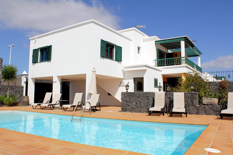 Impressive 4 bedroom villa with private heated pool for sale in Playa Blanca