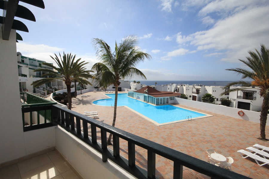 One bedroom apartment in front line complex for sale in Costa Teguise