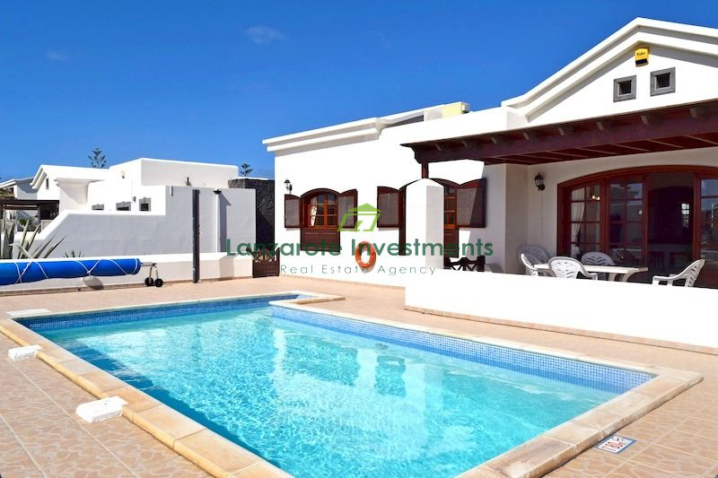Beautiful villa with private pool close to the promenade in Playa Blanca