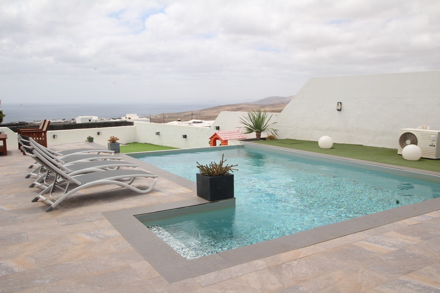 6 Bedroom detached property for sale in the tranquil area of Macher