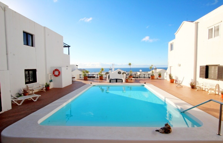 Spacious 2 bedroom apartment for sale in the heart of Puerto Del Carmen