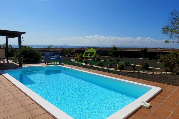 Detached 2 bedroom villa with amazing sea views in Playa Blanca