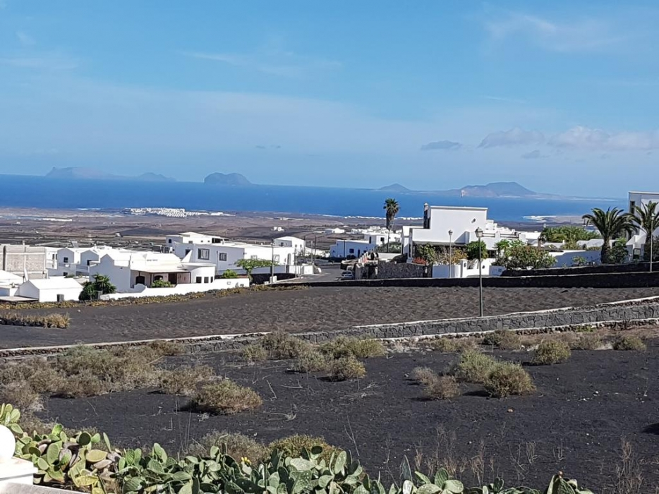 1500m2 plot of land for sale in Tinajo with sea views.