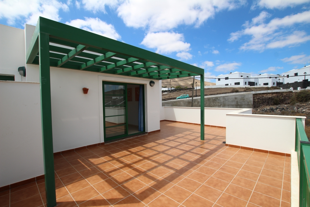 Three bedroom top floor apartment with spacious terraces in Uga