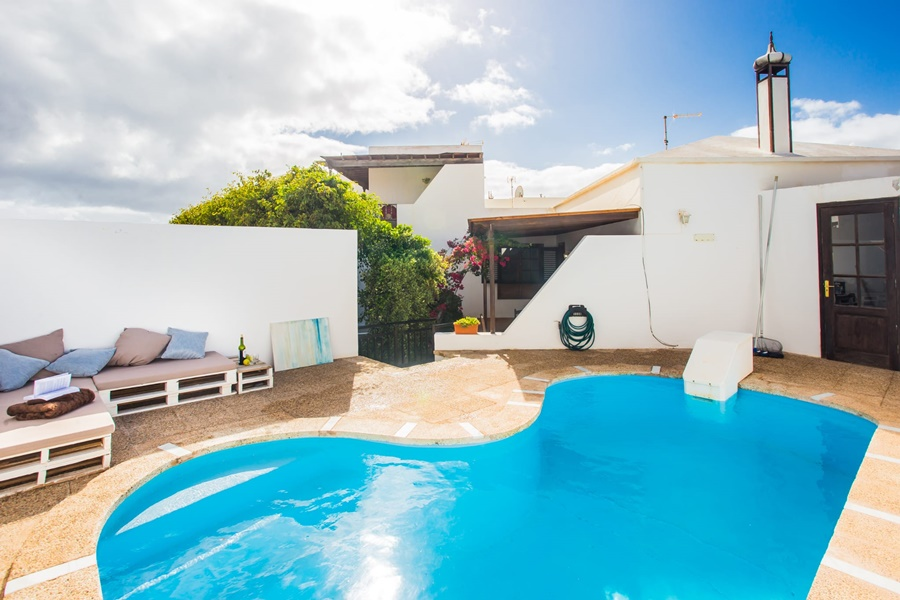 Semi detached villa for sale in Costa Teguise