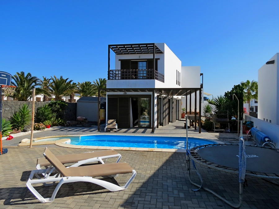 Ideal  4 bedroom family home in Costa Teguise with private pool and sea views  for sale