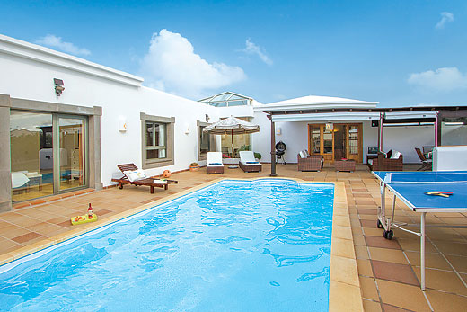 Luxury detached villa with private pool in Playa Blanca, for sale