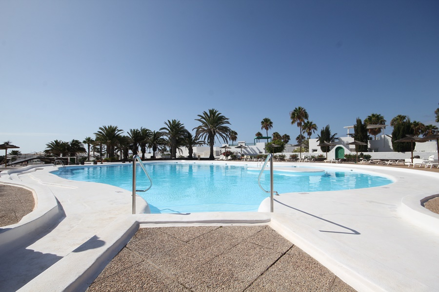 Lovely 1 bedroom apartment on a frontline complex in Costa Teguise